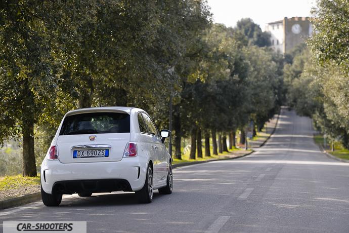 l'abarth cinquecento esseesse vuole correre nel viale papa xiii di artimino in uno stupendo tramonto