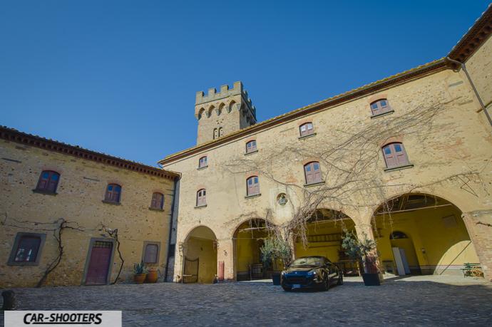 la corte del castello di poppiano dei guicciardini con peugeot rcz