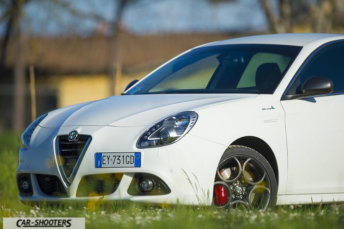 Alfa Romeo Giulietta dettaglio tre quarti anteriore