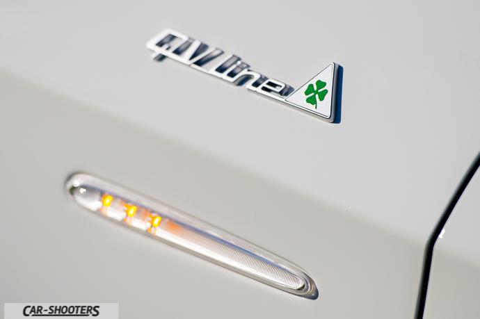 Alfa Romeo Giulietta dettaglio logo qv line