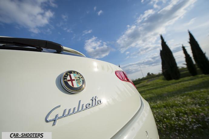 Alfa Romeo Giulietta dettaglio logo posteriore