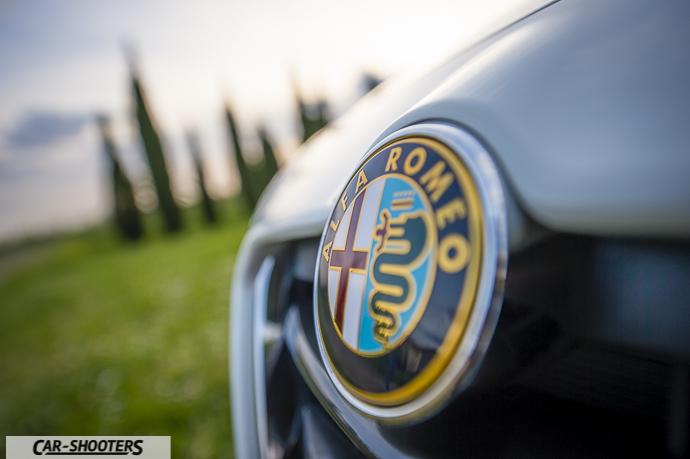 Alfa Romeo Giulietta dettaglio logo anteriore