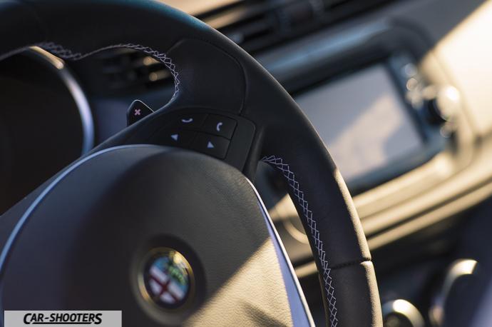 Alfa Romeo Giulietta dettaglio paddle volante cambio tct doppia frizione