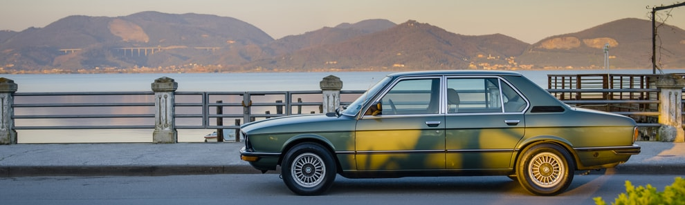 car_shooters_bmw_520_6_e12_coverpano_1