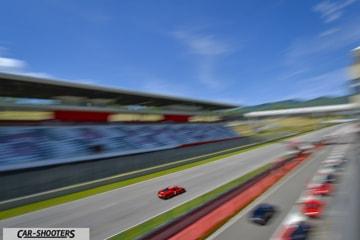 Ferrari 458 Speciale in panning nel rettilineo dell'autodromo del mugello