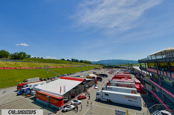 il paddock dell'autodromo del mugello e l'hospitality ferrari corse clienti