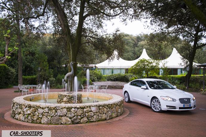 jaguar xf nel parco di hotel villa ariston