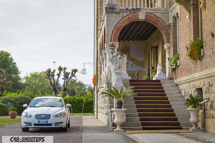 le scale di ingresso del park hotel villa ariston a camaiore e jaguar xf