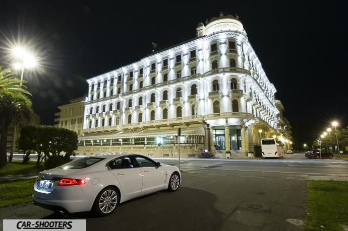 Jaguar xf e l'hotel principe di piemonte a viareggio in versilia
