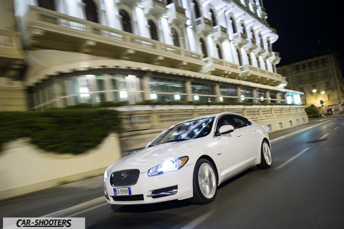 camera car nel lungo mare di viareggio in versilia davanti al grand hotel principe di piemonte