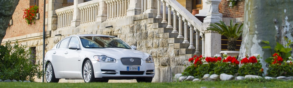 car_shooters_jaguar_xf_coverpano_1