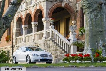 jaguar xf davanti al park hotel villa ariston di camaiore