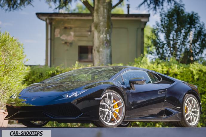 Lamborghini Huracán tre quarti frontale con led accesi
