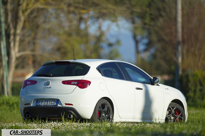 Alfa Romeo Giulietta tre quarti posteriore