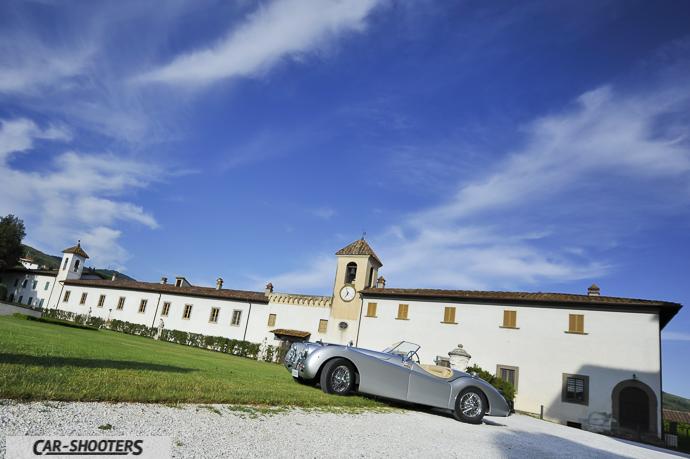 Jaguar XK120 e il giardino di villa rospigliosi