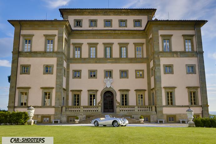 Jaguar XK120 e la facciata di villa rospigliosi