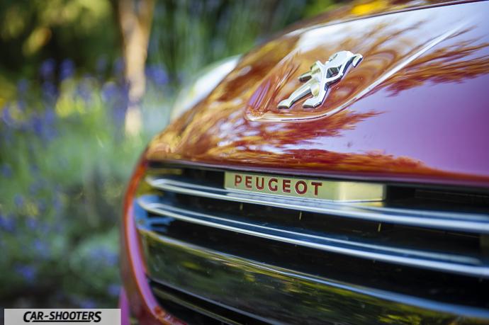 RCZ-R dettaglio logo Peugeot