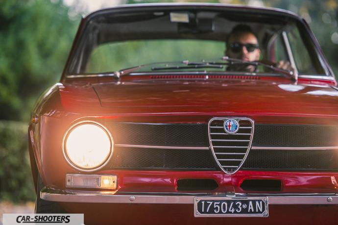 Alfa Romeo Giulia GT Junior dettaglio frontale con proprietario a bordo