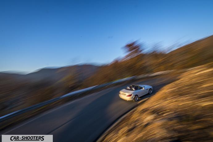 Mercedes SLK panning con grandangolo Nikon