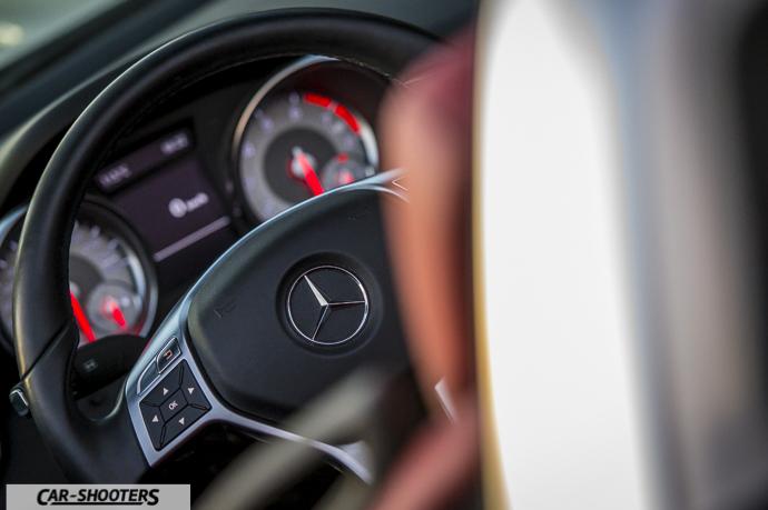 Dettaglio volante Mercedes SLK
