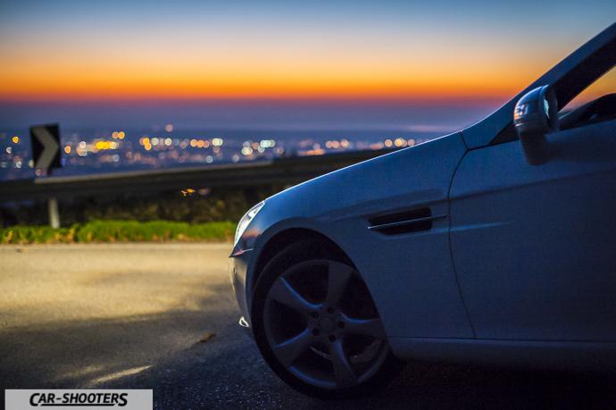 tramonto dal monte serra con dettaglio frontale mercedes slk