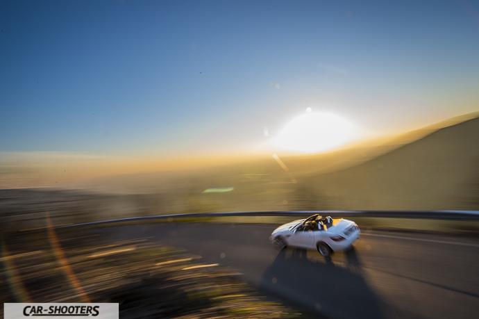 Mercedes SLK panning a tempo molto basso con grandangolo