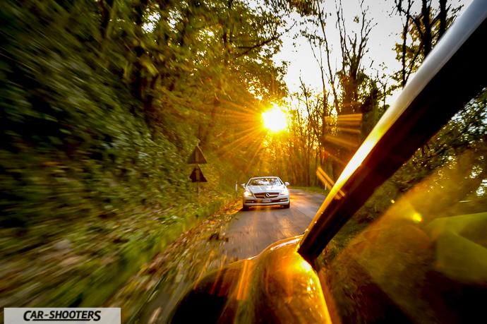 Mercedes SLK car to car con il tramonto sullo sfondo