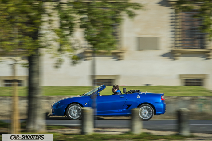 MG TF fianco in panning
