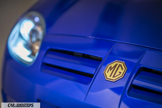 MG TF particolare logo anteriore