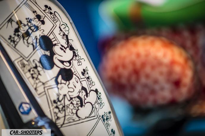 Dettaglio disegni topolino su Piaggio Vespa