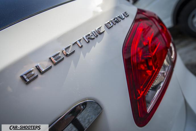Dettaglio logo su Mercedes-Benz Classe B Electric Drive