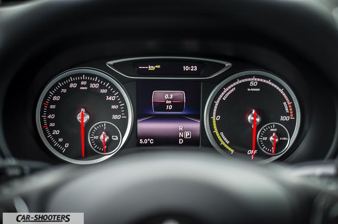 Dettaglio cruscotto Mercedes-Benz Classe B Electric Drive