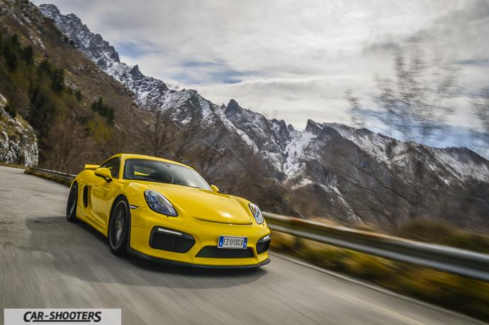Porsche Cayman GT4 sul passo del vestito