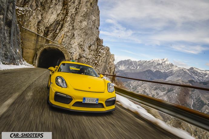Porsche Cayman GT4 uscita galleria