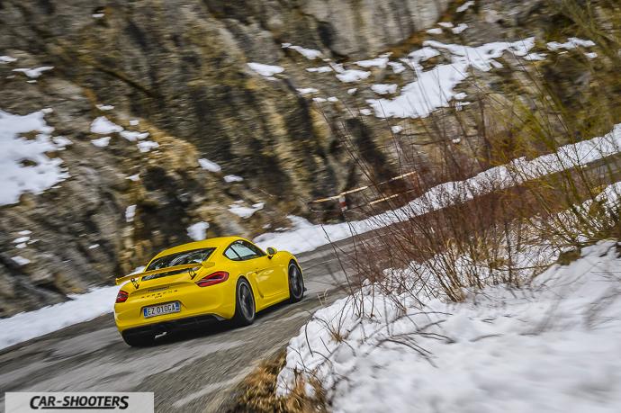 Porsche Cayman GT4 curve