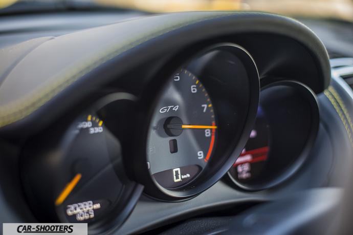Porsche Cayman GT4 dashboard