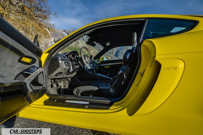 Porsche Cayman GT4 interni