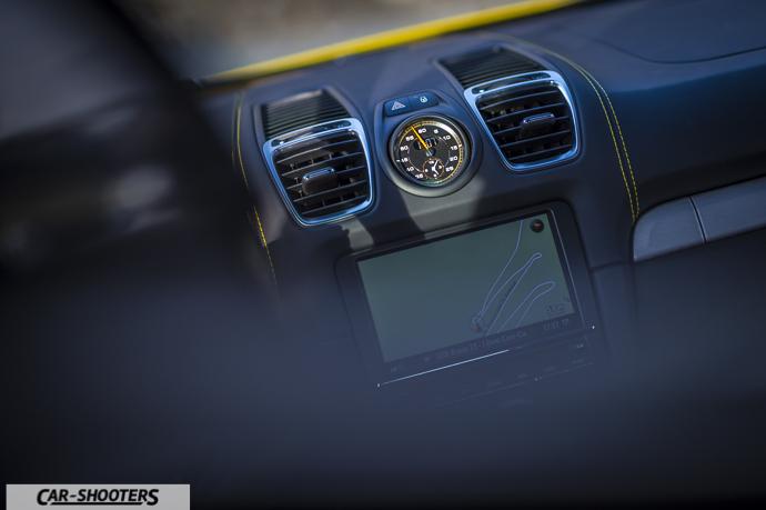 Porsche Cayman GT4 cronometro