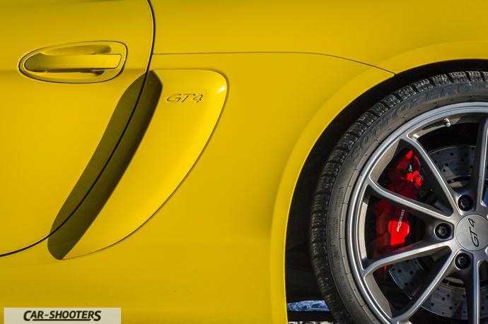 Porsche Cayman GT4 dettaglio loghi laterali e cerchi