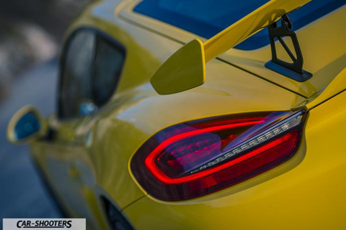 Porsche Cayman GT4 posteriore