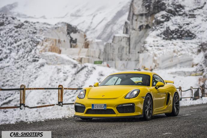 Porsche Cayman GT4 montagna