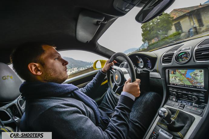 Porsche Cayman GT4 azione di guida