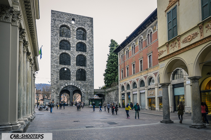 vista della Porta Torre di Como di origine medievale