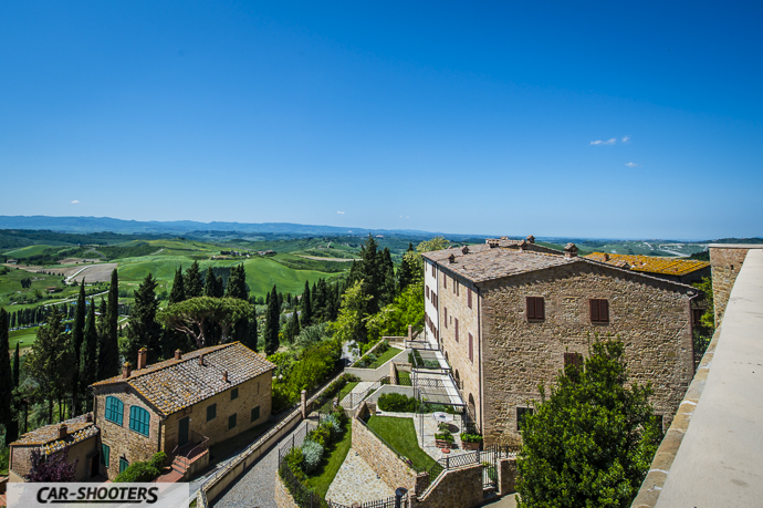 Castelfalfi vista su colline toscane del chianti