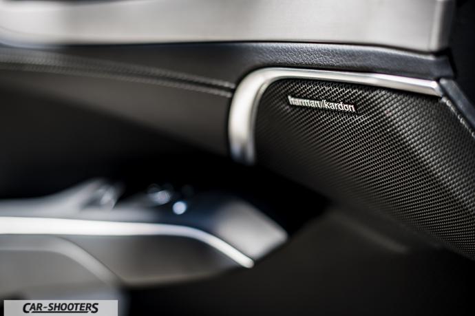 Mercedes-Benz SL400 dettaglio impianto stereo harman/kardon