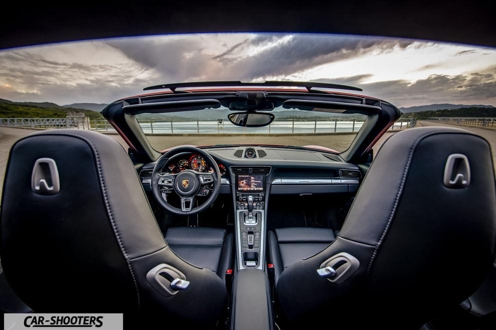 Porsche 911 Targa 4S Interni